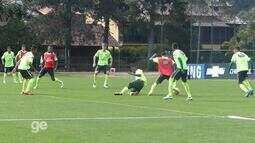 Cesinha, atacante do Cruzeiro, faz golaço em treino da seleção sub-18 na Granja Comary