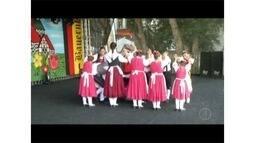 Danças alemãs na Bauernfest, em Petrópolis, contam histórias de regiões do país