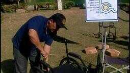Voluntários reformam cadeiras de rodas para atendimento a idosos em Araxá