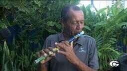 Músico Chau do Pife se apresenta em Maceió