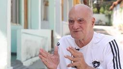 Série 'Retiro dos Artistas: 10 Vozes' traz o gerente de produção Evaldo Lemos