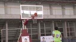 Jogador capixaba Anderson Varejão faz projeto de basquete para crianças em Vitória