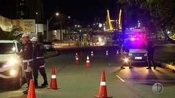 Polícia Militar realiza blitz na avenida Prudente de Morais, em Natal