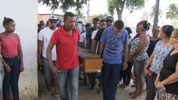 Corpo de jovem de 15 anos morto com tiro nas costas em Paripe é enterrado