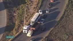 Ônibus com problemas mecânicos atrapalha o trânsito em Contagem
