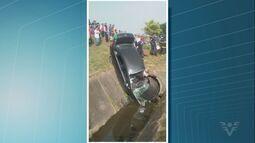 Carro cai em canal em Praia Grande e motorista é encaminhado para hospital
