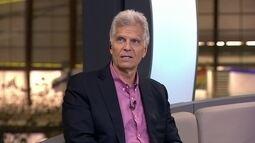 Mark Spitz revela ter sido treinador de futebol e aprova esporte nas Olimpíadas