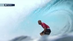 Aos 43 anos, Kelly Slater faz bateria perfeita no Taiti
