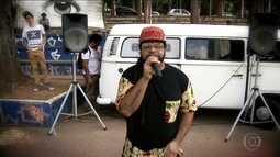 'Kombi do Rap' divulga o trabalho de rappers independentes por praças da Grande SP