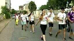 Milhares de pessoas participam da 'caminhada do seminarista' em Colatina, Noroeste do ES