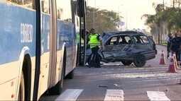 Mulher morre em acidente entre carro e BRT
