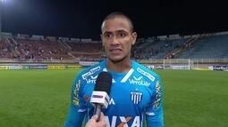 """Renan fala sobre a vitória em cima do Joinville: """"Tá todo mundo de parabéns"""""""