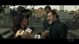 Antenor manipula os fatos ao dar entrevista após enterro