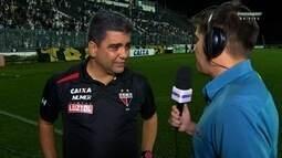 """Técnico do Atlético-GO explica discussão com Luan: """"Me xingou, me ofendeu"""""""