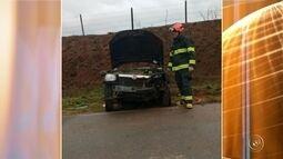 Tia e sobrinha morrem após pneu estourar e carro capotar em rodovia de Buri