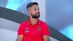 Diego diz que viagens complicam, sonha com Maraca lotado e cita apoio de fãs no aeroporto