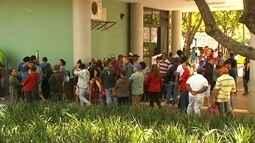 Após decisão judicial, integrantes do MSL desocupam prédio da prefeitura