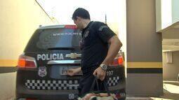 Polícia cumpre mandado de busca e apreensão na casa de juiz aposentado