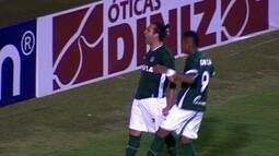 Gol do Goiás! Léo Gamalho marca o segundo de pênalti, aos 46 do 2º tempo