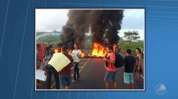 Estudantes da UFRB fecham trecho de rodovia em protesto contra a PEC 241