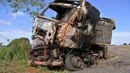 Casal e filho morrem em acidente na BR-163/364