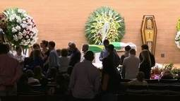 Enterro de Carlos Alberto Torres começa com mais de uma hora de atraso na sede da CBF