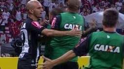 Os gols de Internacional 1 x 2 Atlético-MG pela semifinal da Copa do Brasil