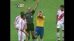 É Gol na Memória: Em 2000, Edmundo é expulso, mas Brasil vence peruanos