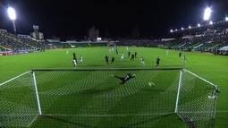 Figueirense empata com o Corinthians e aidna tem chance de escapar do rebaixamento