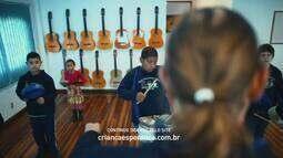 Professor fala sobre a importância da música em projeto