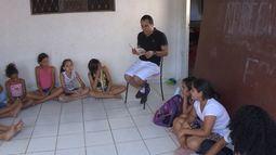 Jovens solidários: ONG Epopeia oferece aulas de reforço escolar gratuitas - bloco 1