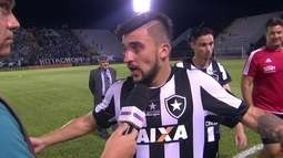 """Victor Luís reclama após empate: """"O time deles ficou fazendo cera o tempo todo!"""""""