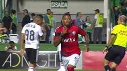 O gol de Coritiba 0 x 1 Vitória pela 37ª rodada do Brasileirão