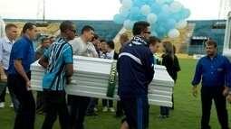 Jornalistas mortos em acidente com a Chape recebem homenagens em enterros pelo país