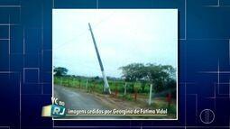 Poste corre risco de cair há cerca de um mês em Campos, no RJ