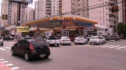 Motoristas enfrentam fila nos postos de combustível após anuncio de aumento no preço