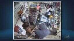 'Pânico', diz comerciante que teve padaria assaltada em Muzambinho (MG)