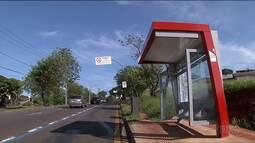 Vândalos depredaram pontos de ônibus novos, em Londrina