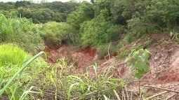 Erosão impressiona pelo tamanho em Taguatinga Norte