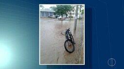 Chuva provoca alagamentos em bairros de Macaé, no RJ