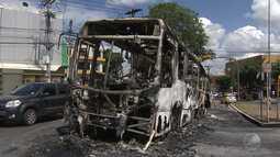 Dois confrontos entre PMs e traficantes deixam cinco ônibus queimados em Salvador e RMS