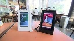 Empresário cria carregador portátil que carrega até três celulares de uma só vez