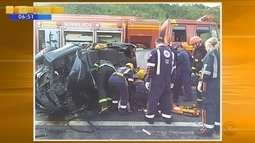 Acidente com dois carros deixa oito feridos na BR-282 na Grande Florianópolis