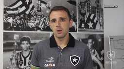 Botafogo TV - O meia Montillo fala da expectativa de vestir a camisa do Botafogo
