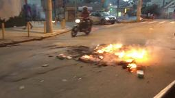 Moradores do Morro do Dendê fazem barricadas nos arredores da comunidade
