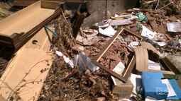 Descartar lixo ou entulho em calçadas e terrenos é ilegal e pode gerar multa