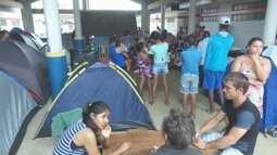 Pais acampam em escola para conseguir vaga em escolas municipais de Ariquemes