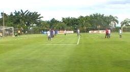 Robinho cobra falta e marca o quarto gol do Cruzeiro no jogo-treino com o Águia