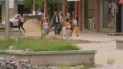 Moradores de Três Corações (MG) reclamam de demora em revitalização de praça