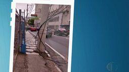 Caminhão rompe fição de poste e comerciantes ficam sem telefone em Mogi